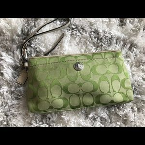 Coach signature clutch - green